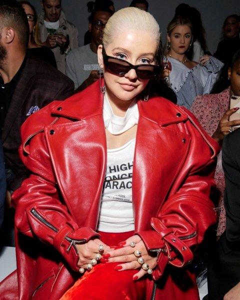 Кристина Агилера показала, как не надо носить oversize, — смотрится странно и даже дико