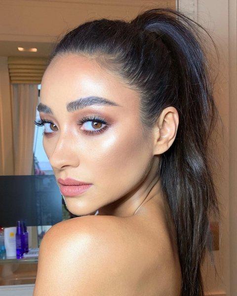 5 простых трюков в макияже, чтобы сделать лицо идеальным как у звезды