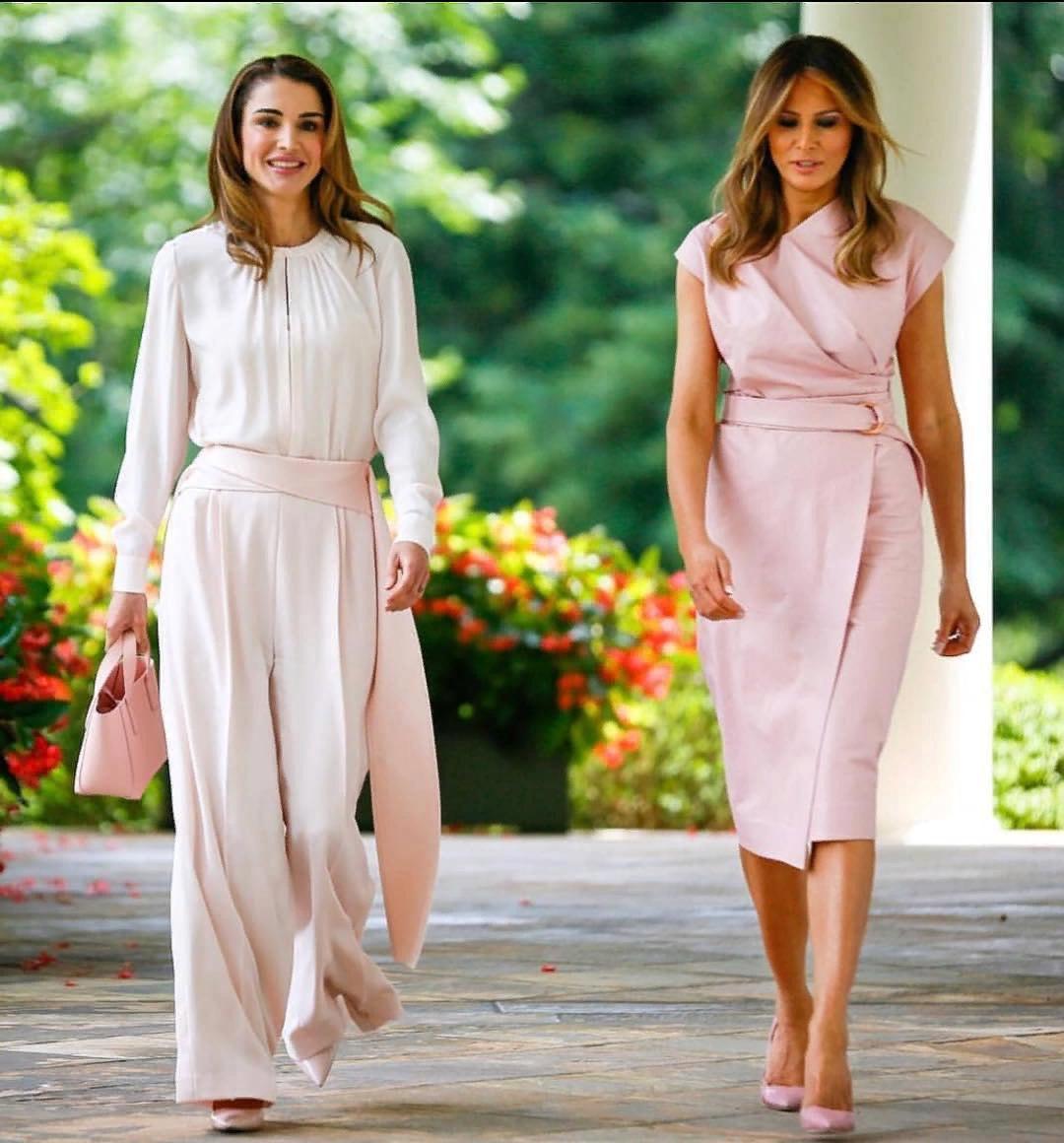 Совет от первых леди: как создать базовый гардероб, когда вам 45+