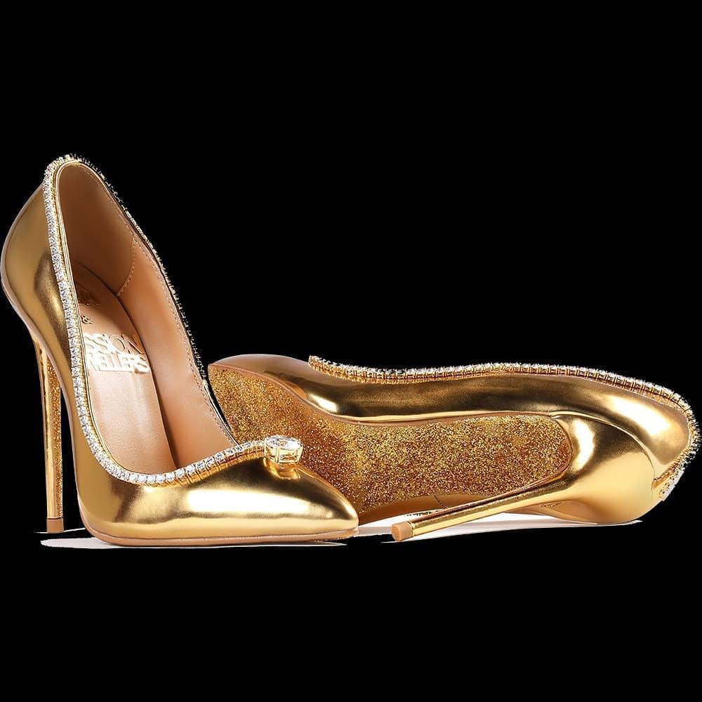 В Дубае показали самые дорогие туфли в мире — шпилька, острый носок и россыпь бриллиантов за $17 млн.